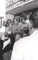 Manifestazione e comizio a sostegno della legge Fortuna- Baslini sul divorzio, davanti al cinema Adriano. Alla tribuna: Marco Pannella.