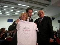 Emma Bonino, Alessandro Cecchi Paone, e Marco Pannella alla Convenzione dei Radicali all'hotel Ergife. La Bonino tiene in mano una t-shirt che reca la