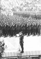 plotone di soldati schierati (BN)