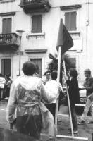 3a marcia antimilitarista Milano-Vicenza. Gruppo di marciatori. In fondo: Marco Pannella e Aloisio Rendi.