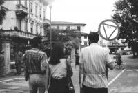 3a marcia antimilitarista Milano-Vicenza. Di spalle: Aloisio Rendi, Liliana Ingargiola, Sergio Puppi.