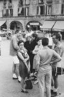 3a marcia antimilitarista Milano-Vicenza. Marco Pannella parla con due anarchici bresciani. A destra: Aloisio Rendi. In primo piano, di spalle: Lorenz