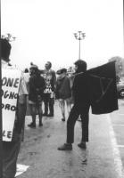 3a marcia antimilitarista Milano-Vicenza. Sul fondo: Marco Pannella. A destra: ragazzo con bandiera anarchica.