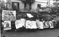 manifestazione radicale davanti all'ambasciata della Romania contro la politica di Ceaucescu di distruzione dei villaggi ungheresi in Transilvania. Ma