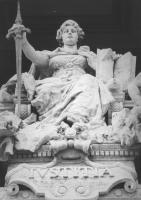 riproduzioni di alcune statue che ornano il palazzo [Palazzaccio] di Giustizia a Roma (BN)