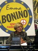 Emma Bonino, davanti al simbolo della lista Bonino, in occasione di una conferenza stampa di presentazione della lista alle elezioni europee.