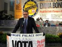 6° Congresso italiano del PR. Alla tribuna: Danilo Quinto. In secondo piano, al tavolo di presidenza: Marco Cappato.