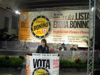 6° Congresso italiano del PR. Alla tribuna: Elisabetta Zamparutti.