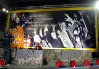 """Celebrazione del trentennale della vittoria del referendum sul divorzio. Banner: """"1974-2004 - Dalla vittoria sul divorzio al referendum sulla fecondaz"""