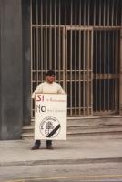 """""""Primo giorno di presidio davanti alla corte d'Appello di Ancona per la presentazione per primi delle liste elettorali radicali. Militante singolo con"""