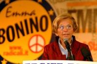 Emma Bonino alla tribuna del 6° Congresso italiano del PR.  Altre digitali.