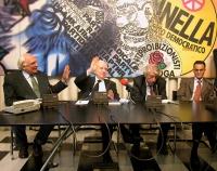 """Presentazione del libro di Daniele Capezzone """"Euroghost"""". Al tavolo, da sinistra: Marco Pannella, Francesco Cossiga, Massimo Bordin, Magdi Allam. Altr"""