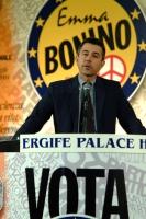 Marco Perduca al 6° Congresso italiano del PR. Altri ritratti digitali di Perduca nella stessa occasione.