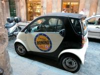La macchina SMART di Rita Bernardini (che reca sulla fiancata il simbolo della Lista Bonino) usata per la campagna elettorale europea.