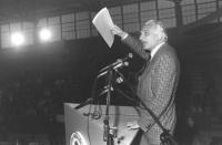 Pannella parla dala tribuna di un congresso del PR (BN) ottima