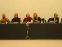 Incontro tra una delegazione radicale e una delegazione vietnamita, al Parlamento Europeo. A destra: Penelope Faulkner e Vo Van Ai. Altre digitali (co