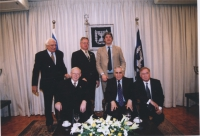 Marco Pannella in Israele (nell'ambito di una missione del Parlamento Europeo), insieme al presidente dello Stato di Israele Moshe Katsav (seduto in p