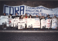 Manifestazione di chiusura davanti al carcere di Regina Coeli,  della campagna referendaria per l'abrogazione delle sanzioni penali per i consumatori