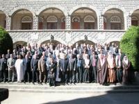 Foto di gruppo con Emma Bonino, in occasione della cerimonia di apertura e della sessione plenaria, della Conferenza di Sanaa.