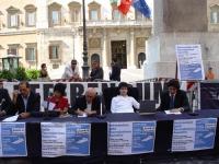 Conferenza stampa a piazza Montecitorio, sul referendum in materia di fecondazione assistita. Al tavolo, da sinistra: Antonio Di Pietro, Maura Cossutt