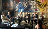 """Convegno-dibattito, presso la sede di Torre Argentina: """"Muore un cieco sotto il metrò: quale responsabilità penale del sindaco?"""".  Al tavolo, da sinis"""