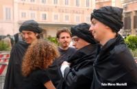 I radicali  Marco Cappato, Daniele Capezzone, Michele De Lucia, travestiti da talebani (insieme a Rocco Berardo e ad Antonella Dentamaro) nel corso di