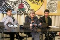 Daniele Capezzone, Rita Bernardini e Michele De Lucia, a una conferenza stampa  sulla richiesta di dimissioni del ministro della Sanità Sirchia. Altre