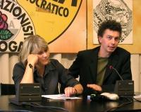 Rita Bernardini e Michele De Lucia, a una conferenza stampa  sulla richiesta di dimissioni del ministro della Sanità Sirchia.