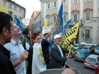 Corteo su camion da porta Pia a piazza Cavour, il giorno prima della consegna alla Cassazione delle firme ai quesiti sulla fecondazione assistita. Sos
