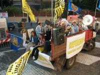 Corteo su camion da porta Pia a piazza Cavour, il giorno prima della consegna alla Cassazione delle firme ai quesiti sulla fecondazione assistita. Il