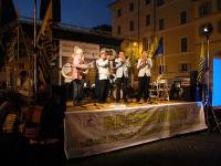 Festa a Campo dei Fiori, in occasione della consegna delle firme ai quesiti referendari in materia di fecondazione assistita. Sul palco: la Loffredo J