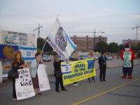 """Manifestazione radicale prima dell'incontro di Champions League, Juventus - Maccabi Tel Aviv.  Viene esposto lo striscione: """"Israel in the european un"""