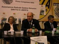 """Primo congresso dell'Associazione Radicale Gaetano Salvemini """"Diritto e libertà"""". Al centro: Umar Khanbiev, a destra Mariano Giustino (segretario dell"""