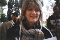 """Rita Bernardini, a piazza Venezia, in occasione della manifestazione """"Un fiore per le donne di Kabul"""". In secondo piano, a sinistra: Andrea Cavalieri;"""