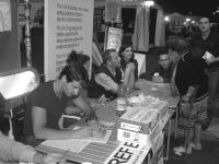 Tavolo di raccolta di firme sui quesiti referendari in materia di fecondazione assistita, alla Festa dell'Unità. In primo piano: Alessandro Girardi, m
