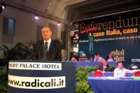Raffaele Costa alla tribuna del Terzo Congresso dei Radicali Italiani.