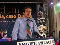 Benedetto Della Vedova alla tribuna del Terzo Congresso dei Radicali Italiani.