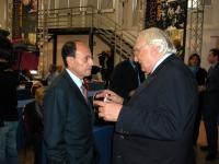 Marco Pannella a colloquio con Renato Schifani, capogruppo dei senatori di Forza Italia, nel corso del Terzo Congresso dei Radicali Italiani.