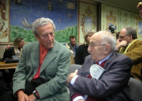 Carlo Ripa di Meana e Sergio Stanzani (nella platea di un dibattito fra Giuliano Ferrara e Marco Pannella).