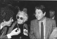 ritratto di Ada Rossi ad un congresso radicale (BN) con Teodori