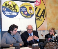 Marco Cappato, Marco Pannella, ed Emma Bonino, nel corso di una conferenza stampa sulla richiesta di ospitalità dei radicali per le elezioni regionali