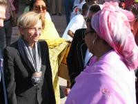 Emma Bonino all'aeroporto in occasione della Conferenza Sub-Regionale contro le Mutilazioni Genitali Femminili.