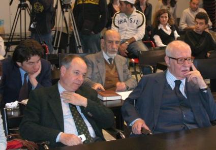 I senatori Luigi Compagna (UDC) e Antonio Del Pennino (PRI) assistono alla conferenza stampa di Marco Pannella, in occasione del suo terzo giorno di s