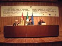 Conferenza nazionale per la ratifica dello statuto della corte penale internazionale. Tavolo dei conferenzieri, con Emma Bonino.