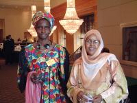 A sinistra: Khadi Koita, leader delle mutilazioni genitali femminili.