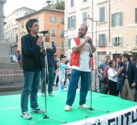 """Vincenzo Salemme e Giobbe Covatta, in occasione di una manifestazione a Campo dei Fiori, organizzata dal quotidiano """"Il Riformista""""."""