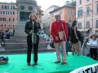 """Simona Izzo e Ricky Tognazzi intervengono sul palco,  in occasione di una manifestazione a Campo dei Fiori, organizzata dal quotidiano """"Il Riformista"""""""