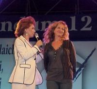"""Alda D'Eusanio e Giuliana De Sio, al concerto a piazza Navona promosso dal """"Comitato di donne laiche"""" per i sì ai referendum."""