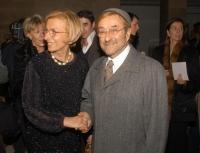 Emma Bonino e Lucio Dalla, all'asta di beneficenza al museo Pigorini, promossa dalla Bonino e da  Anna Fendi, a sostegno della campagna contro le muti