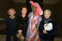 Emma Bonino, Daniela Colombo, Khady Koita e Anna Fendi, all'asta di beneficenza al museo Pigorini, promossa dalla Bonino e da  Anna Fendi, a sostegno